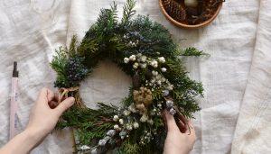 クリスマスにぴったり!木の実でリース作り