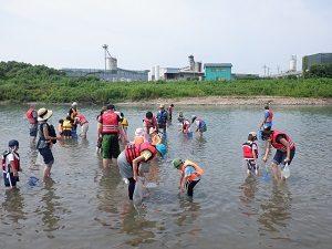 福生水辺の楽校・多摩川で遊ぼう「多摩川の魚を見つけよう」